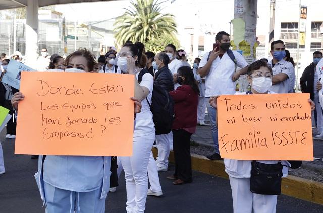 Exigen renuncias en ISSSTE Puebla tras muertes por Covid