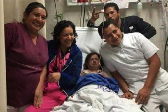 Se disculpa el Issste por foto de trabajadores con Margarito en el hospital
