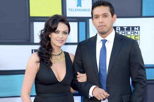 Iván Aguilera no reveló que era hijo de Juan Gabriel a su hoy esposa