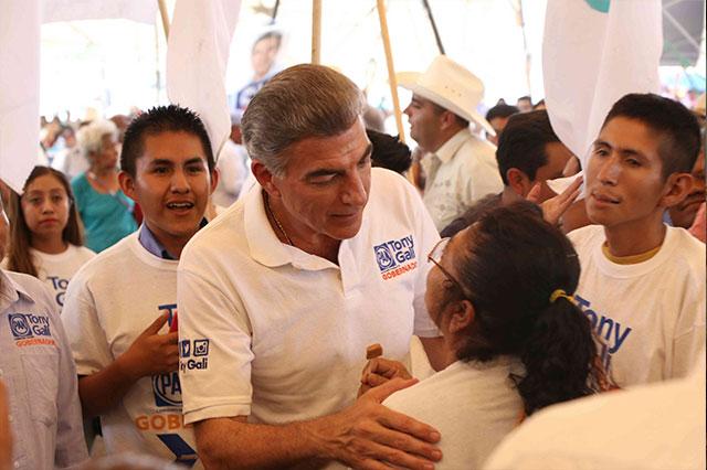 Gali ofrece proyecto para fortalecer a cañeros de la Mixteca