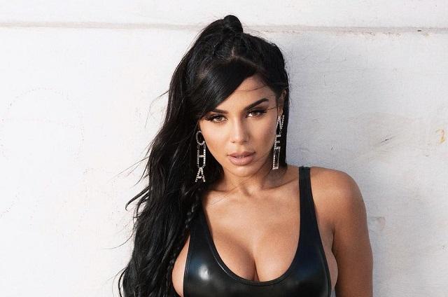 Ella es la cantante brasileña Izzy La Reina y este es su nuevo sencillo