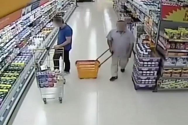 Cámara de vigilancia delata cómo un hombre roba una pierna de jamón