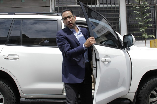 Abandona Lozano la Oficina del Gobernador Tony Gali