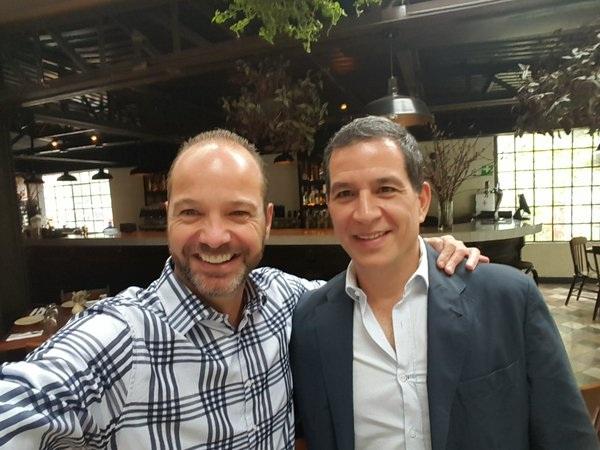 Amigos y compadres: Luis García y Javier Alarcón presumen foto en Twitter