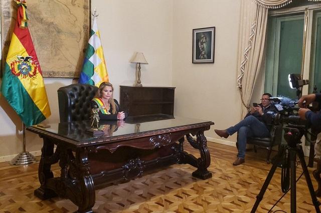 A Evo lo apoyan sus amigos que no respetan la democracia: Jeanine Áñez