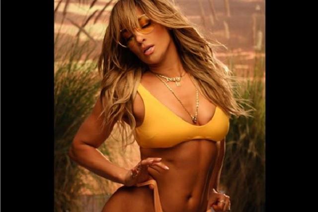 Jennifer Lopez presume su abdomen perfecto en Instagram
