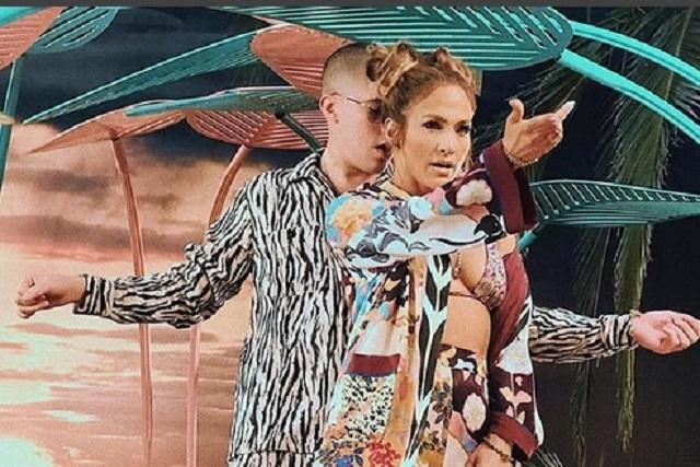 "Jennifer Lopez y Bad Bunny cantan ""Te Gusté"""