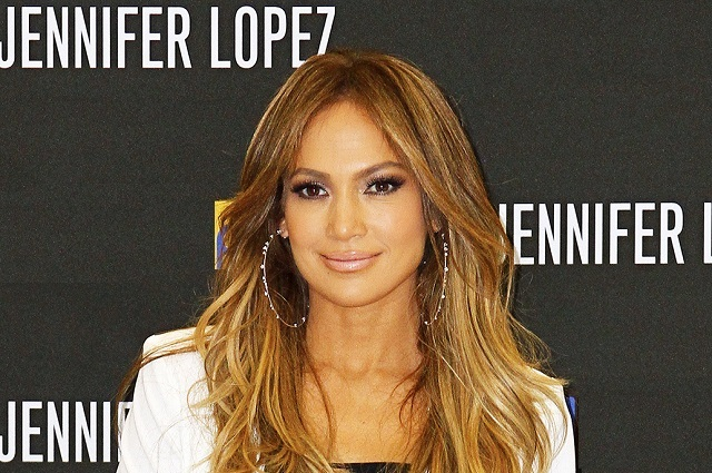 Vandalizan estrella de Jennifer Lopez en Hollywood