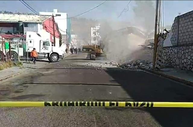 Inicia derribo de escuela para construir mercado en Tecamachalco