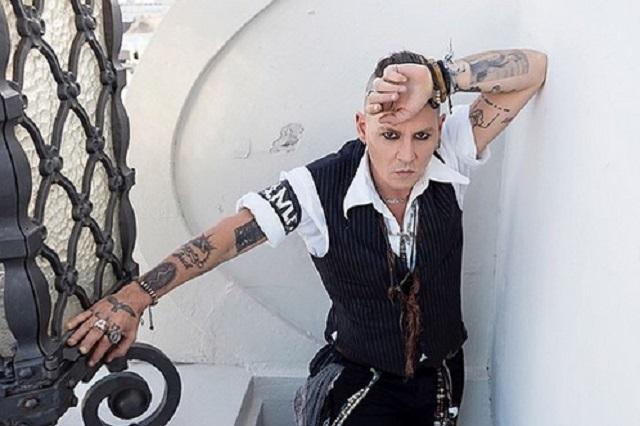Demandan a Johnny Depp por agredir a una persona en grabación de cinta