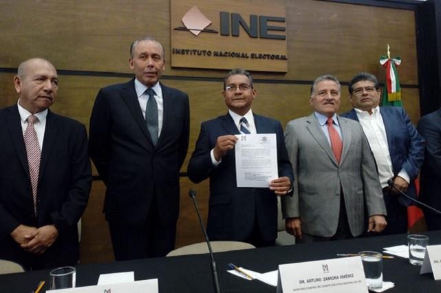 Solo marinistas arropan a Jiménez Merino en su registro en la CDMX