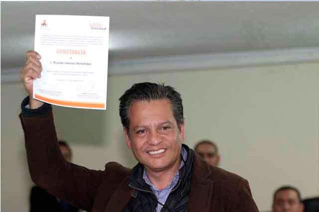 Aplaza TEEP aprobación de juicios de Ricardo Jiménez