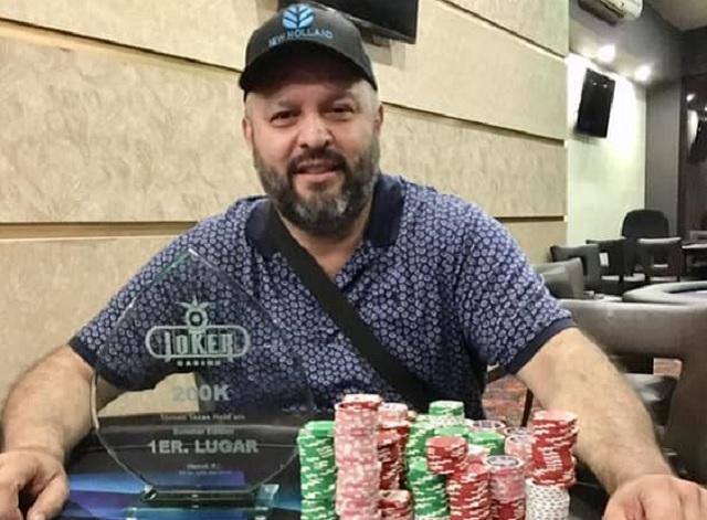 Diputado de BC gana 200 mil pesos y trofeo en un casino