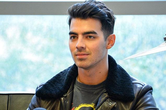 #LadyJonas Critican Joe Jonas por rechazar besos y abrazos de fans