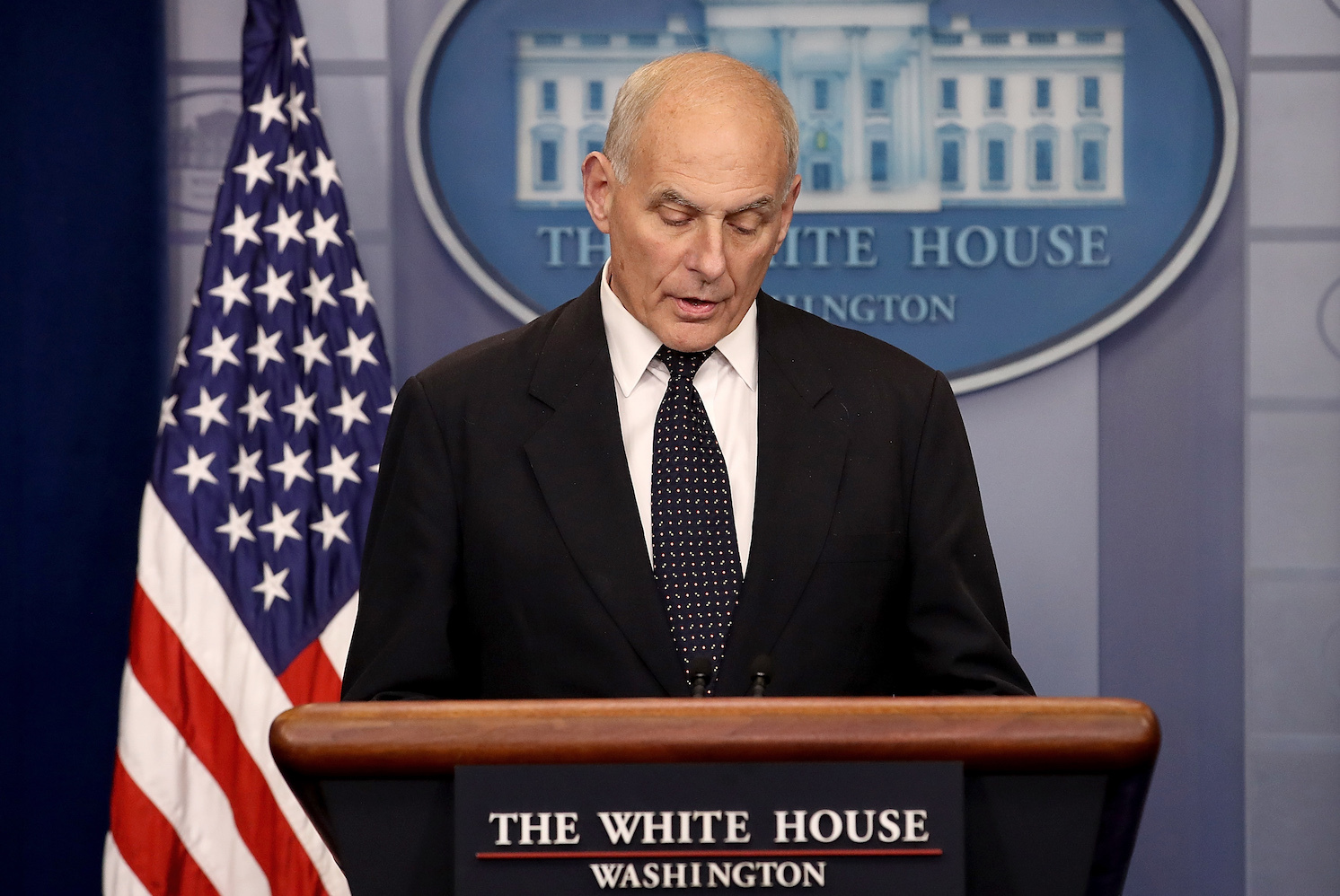 Washington Post afirma que John Kelly declaró que México no pagará el muro