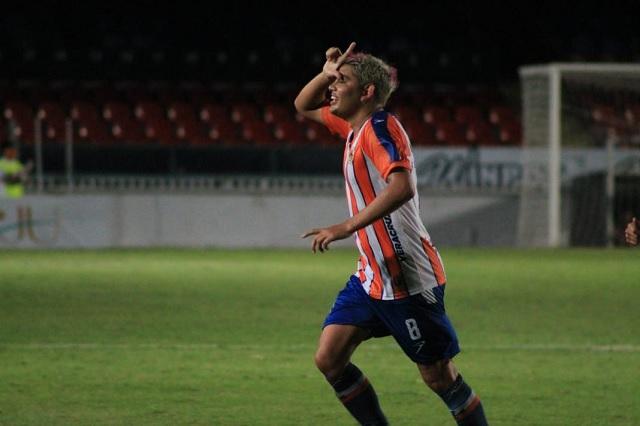 Espericueta sorprende con golazo de media cancha en Liga de Balompié