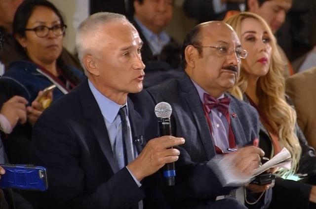 Acusan a Jorge Ramos de montar show en la conferencia de AMLO