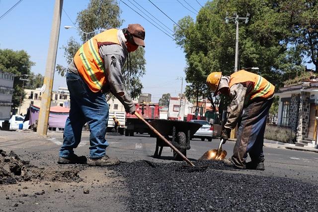 Dan mantenimiento a espacios públicos en Barrio de El Alto