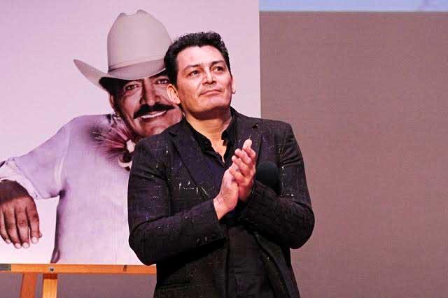 José Manuel Figueroa cantará junto a The Black Eyed Peas