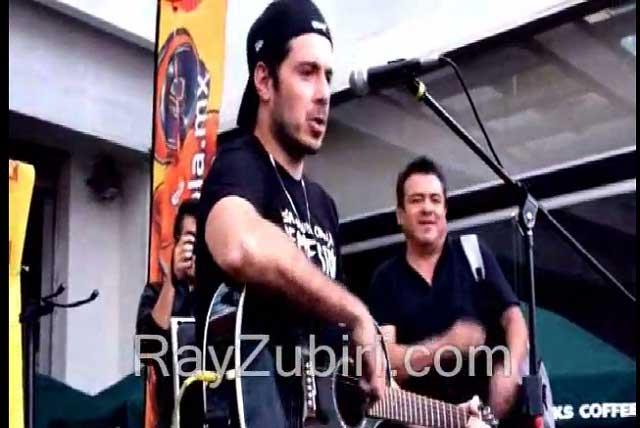 Avientan pan a José Madero; fans lo defienden del agresor