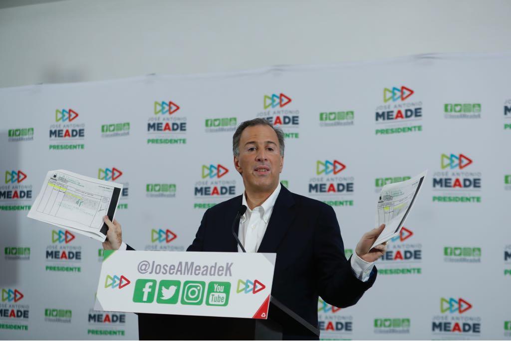 Meade presenta pruebas de que AMLO es dueño de 2 departamentos