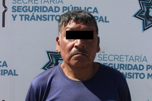 Detienen a hombre con una motocicleta robada, en Puebla