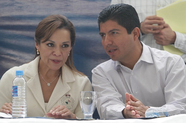 Exgobernadores del PAN quieren a Eduardo Rivera en Puebla capital