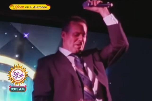 José Joel se quiebra y llora al cantar El Triste en concierto
