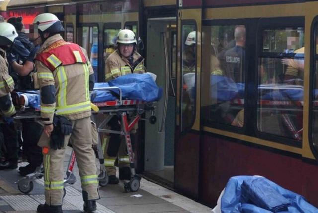 Un sujeto apuñala a 2 jóvenes mexicanos en un tren alemán