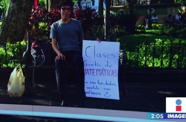 Joven enseña matemáticas en parque y se hace viral