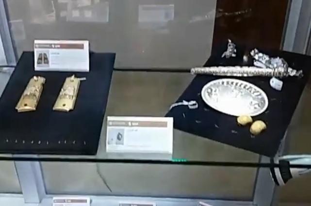 Acuden cientos de personas a la exhibición de joyas en Los Pinos