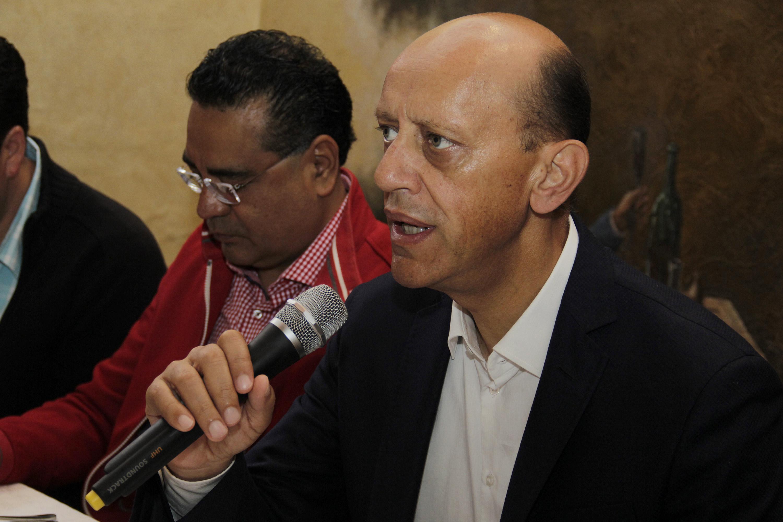 Afirma Lastiri que avanza en encuestas y en firmas para consulta a la base