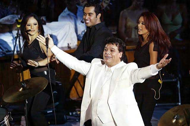 Televisa prohibió a amigos de Juan Gabriel ir a despedirlo en Bellas Artes
