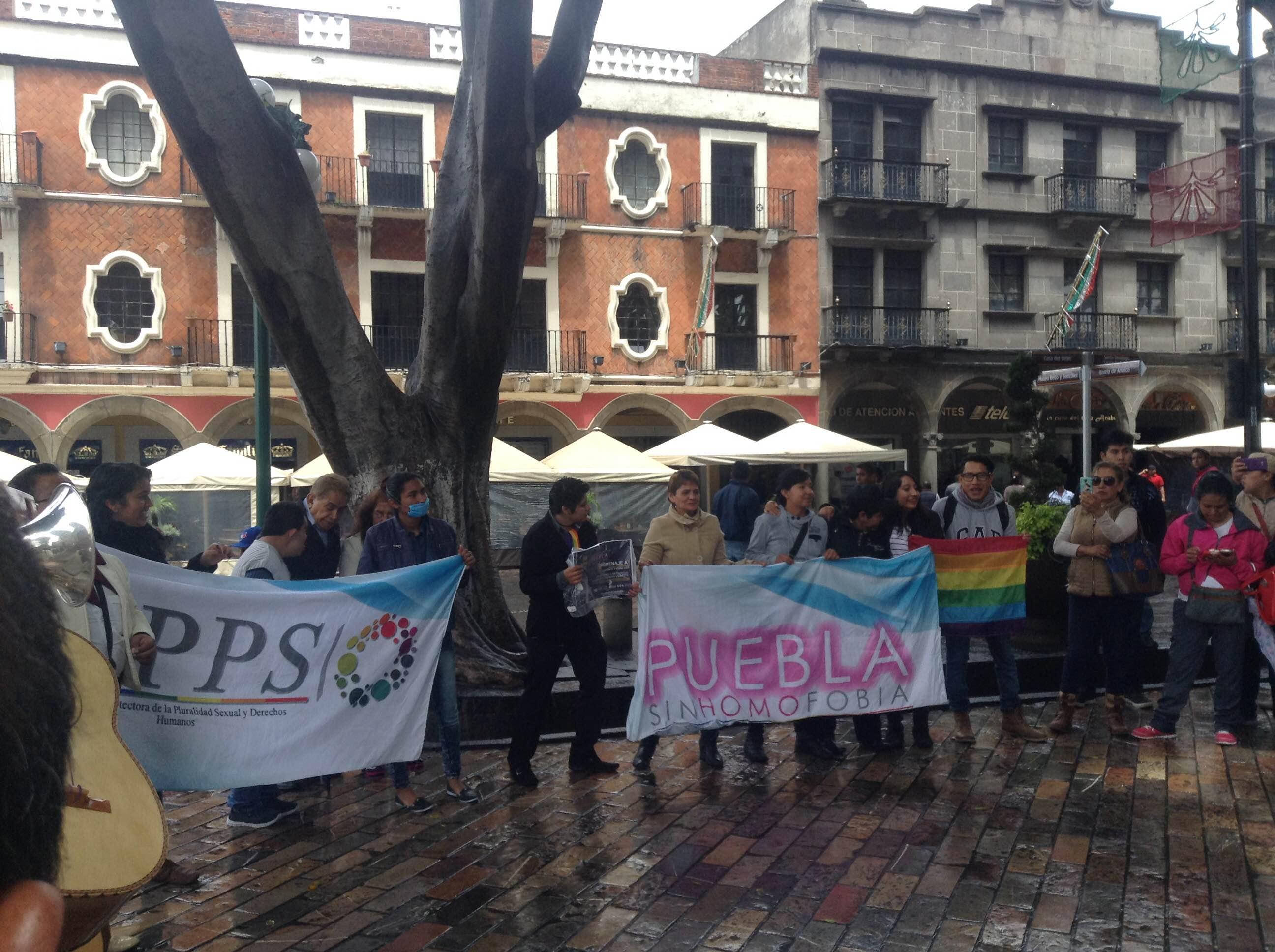 Homenaje a Juan Gabriel en el zócalo en favor del matrimonio igualitario