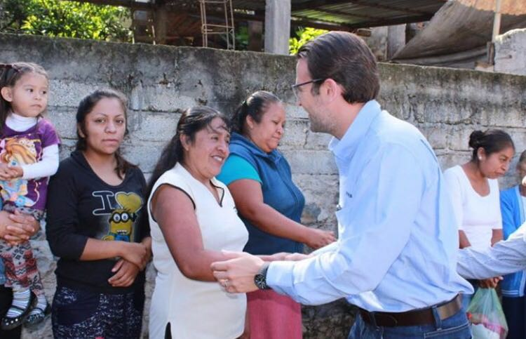 Juan Pablo Piña apoya obra de pavimentación en Quimixtlán