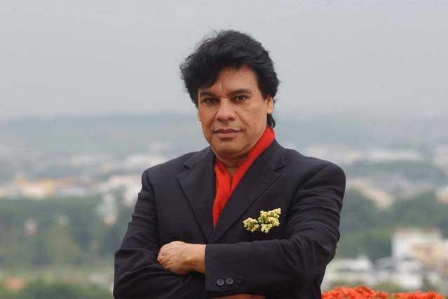 Exigen a Iván Aguilera pagar deudas de Juan Gabriel