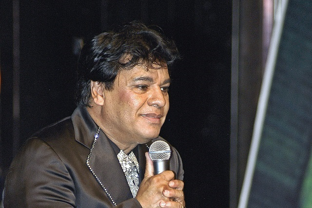 Imitador de Juan Gabriel fue engañado para grabar audios