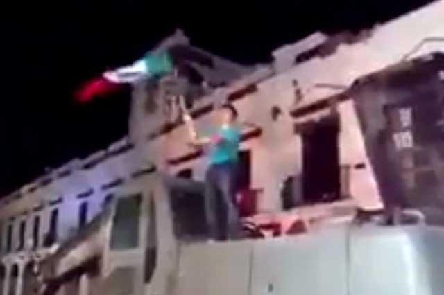 Entre escombros que dejó el sismo, ciudadanos de Juchitán dieron El Grito