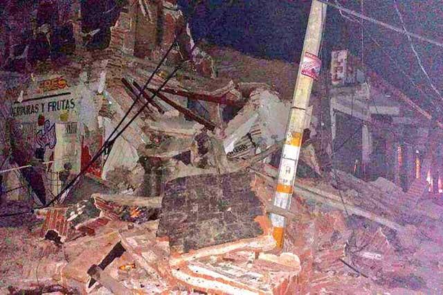 Hallan cuerpo de policía entre escombros en Juchitán