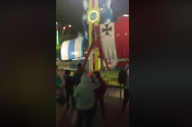 Juego mecánico falla con niños dentro y causa pánico (VIDEO)