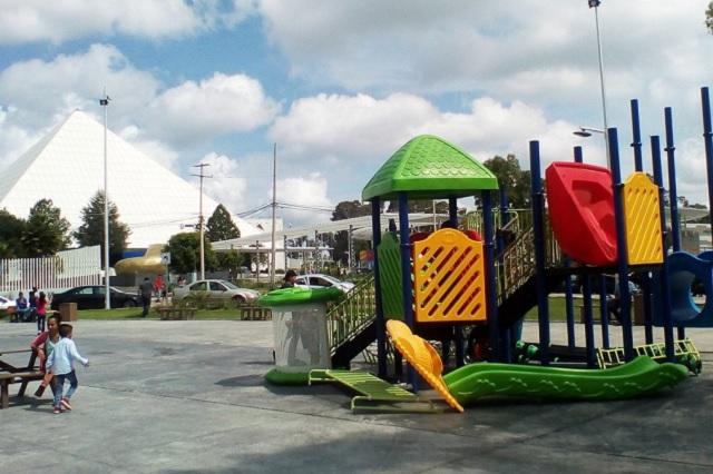 En Los Fuertes faltan alumbrado, limpia y, ahora, juegos infantiles