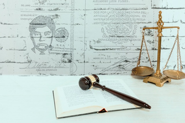 Denuncian al juez penal de Cholula por usurpación de profesión