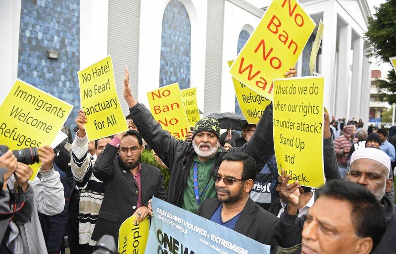 Bloqueo judicial a su veto migratorio será