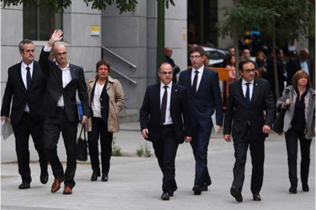 Juez ordena prisión provisional para 8 integrantes del gobierno catalán