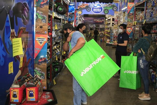Poblanos desbordan jugueterías tras permiso del gobierno estatal