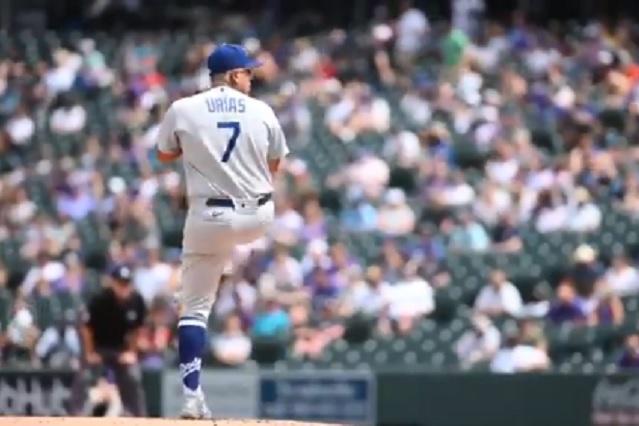 Julio Urías suma su primera victoria de la temporada con los Dodgers