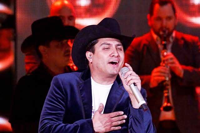 Prohíben a Julión Álvarez hacer más duetos