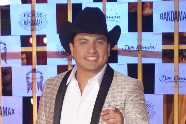 Julión Álvarez se convierte en padre y revela el nombre de su hija