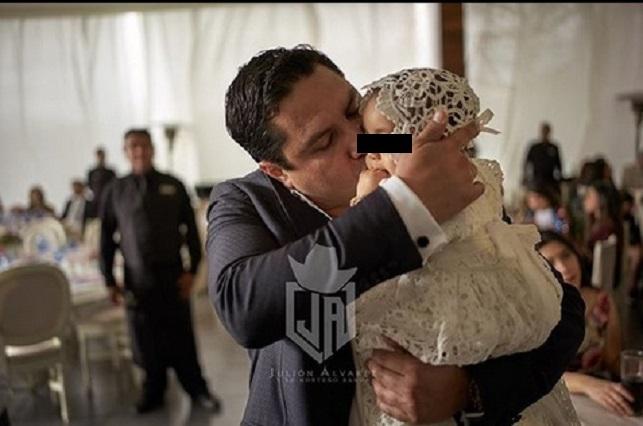 Julión Álvarez celebra el bautizo de su hija