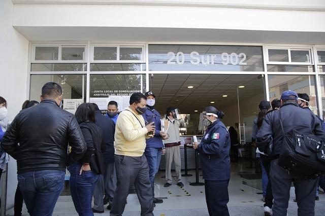 Abogados temen que clientes pierdan derechos por caos en la Junta Local de Puebla